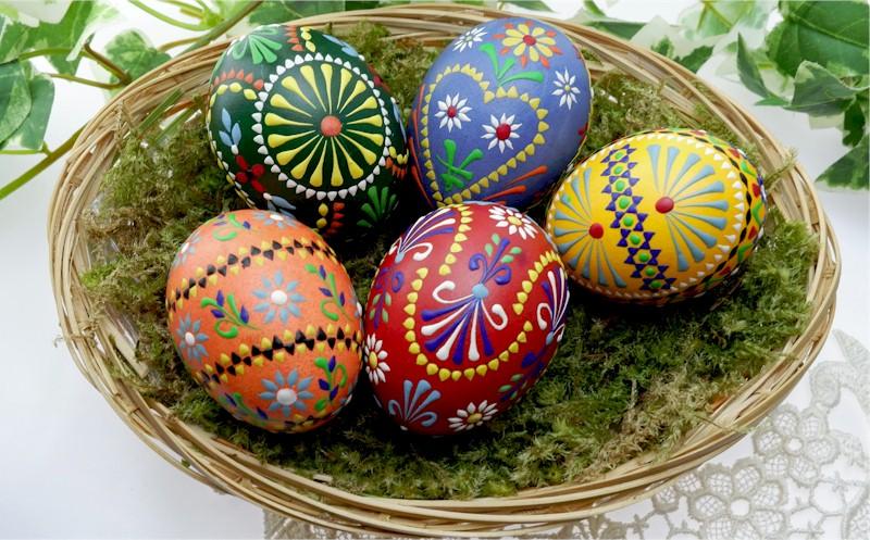 Eggs in basket